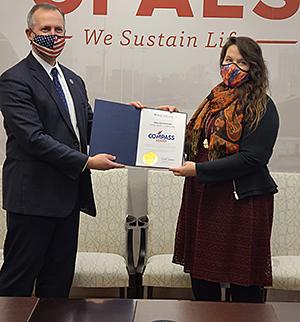 Amanda Woods accepts Compass Award for Ohio Saves Program